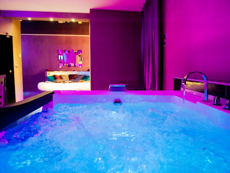 Le guide de vos week ends en amoureux nuit d 39 amour for Hotel avec piscine dans la chambre