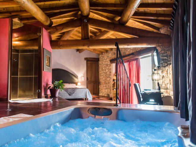 Villa de jade spa chambre avec jacuzzi privatif nuit d 39 amour for Hotel avec piscine dans la chambre
