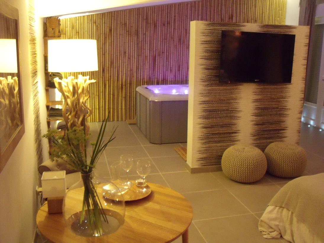 Le carpe noctem avignon chambre avec jacuzzi privatif for Chambre avec jacuzzi privatif barcelone