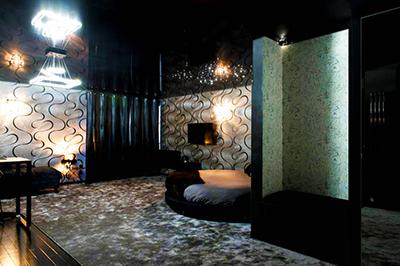 Suite pour amoureux avec jacuzzi privatif nuit d 39 amour - Salon massage erotique nantes ...