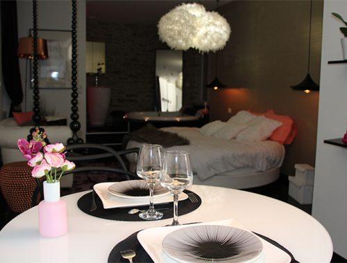 Chambre avec jacuzzi privatif nuit d 39 amour - Salon massage erotique nantes ...