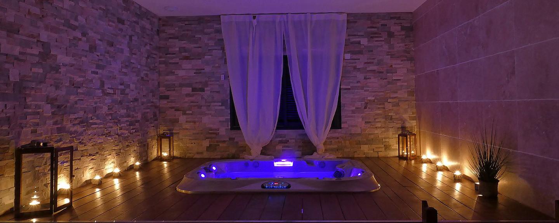 Emlavie loft avec jacuzzi privatif chez nuit d 39 amour - Hotel spa avec jacuzzi dans la chambre ...