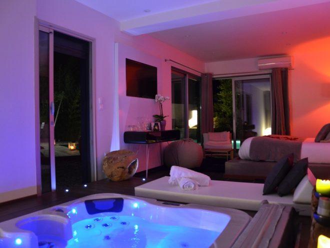 Suite 609 pacha avec piscine priv e chauff e et jacuzzi for Suite avec jacuzzi et piscine privee