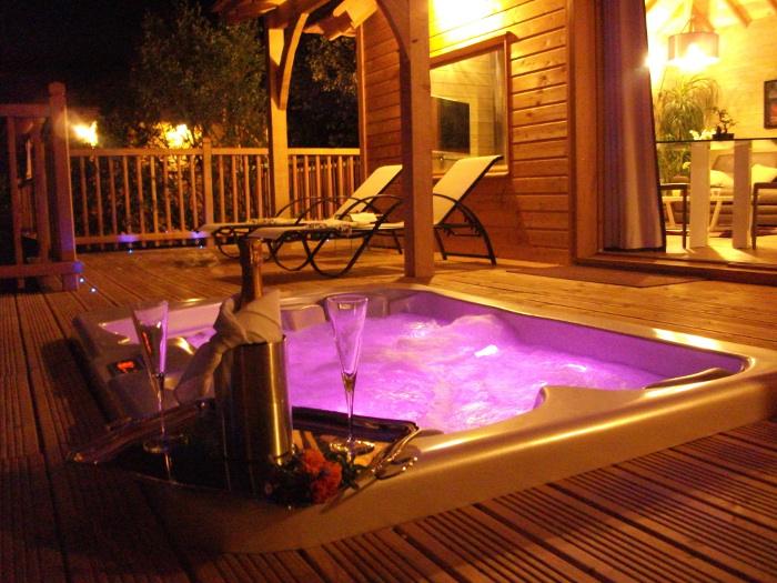 La cabane du fanabregue nuit d 39 amour - Chambre d hotel avec jacuzzi privatif lyon ...