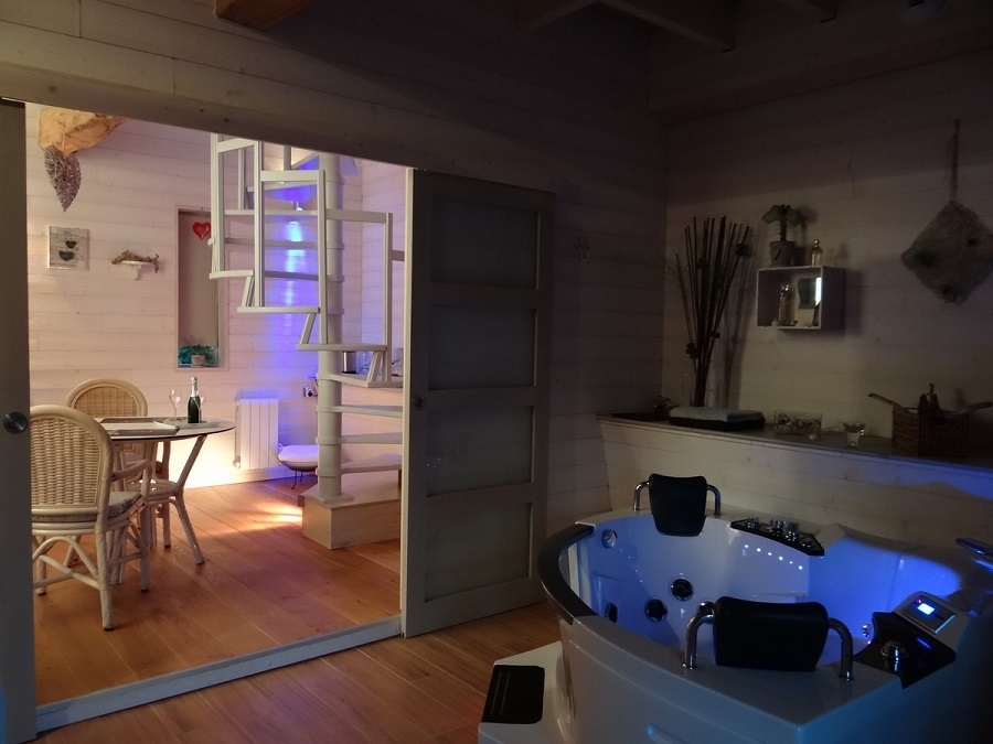 Loft avec jacuzzi privatif simple chambre avec jacuzzi for Chambre d hotel avec jacuzzi priv
