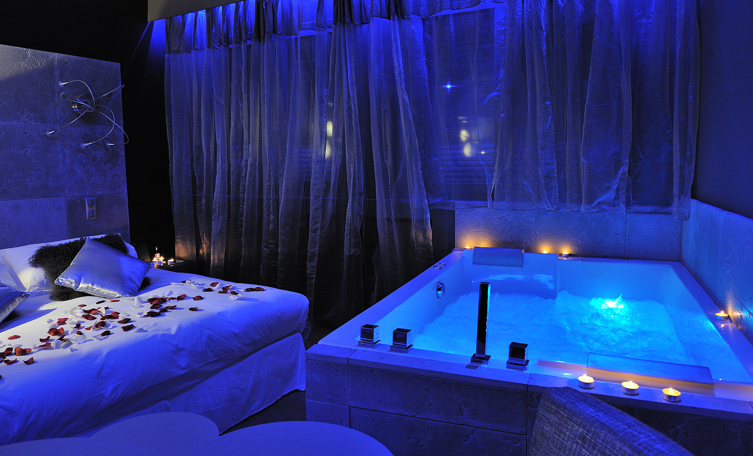 Gourguillon nuit d 39 amour for Hotel paris jacuzzi
