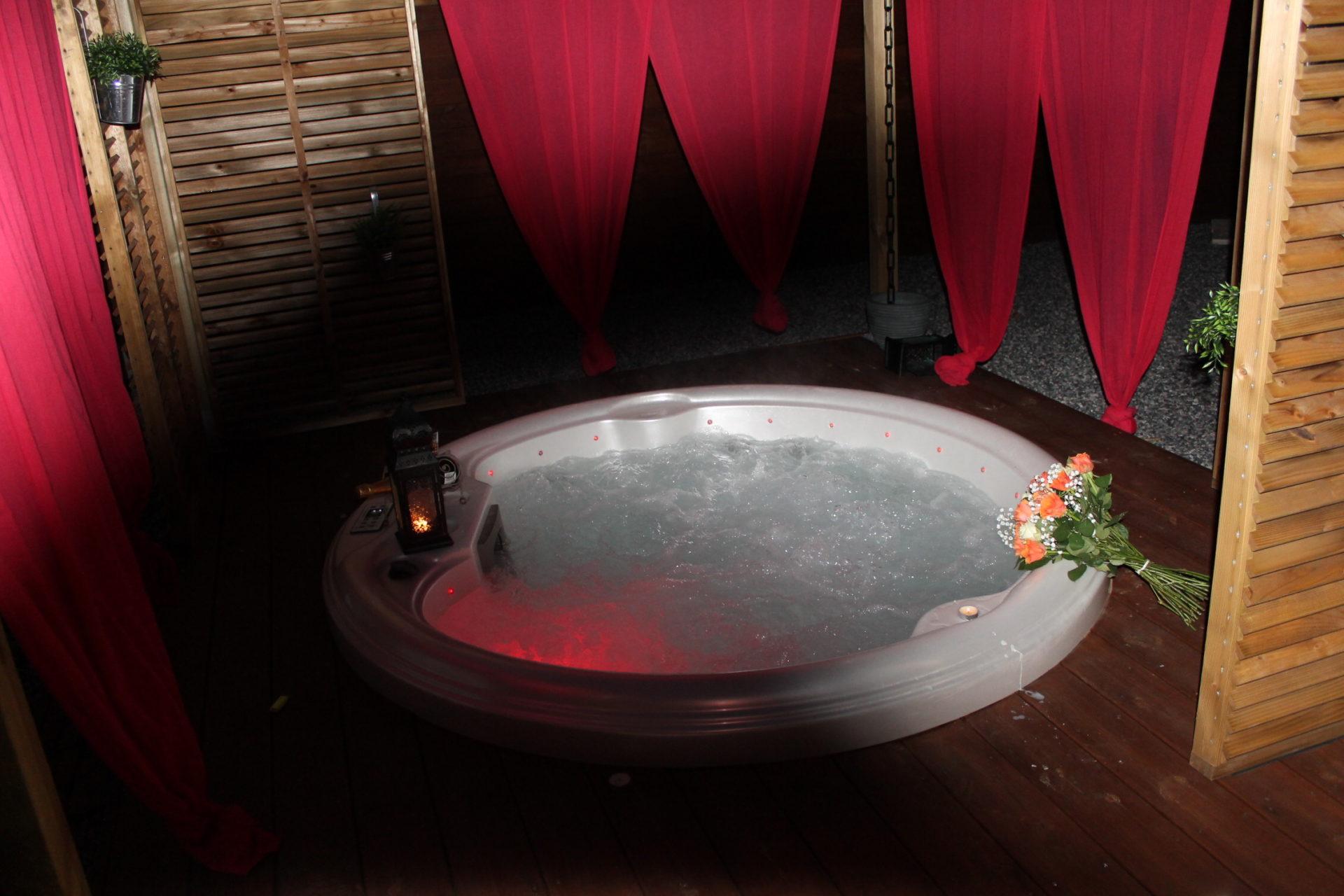 Lovin 39 chalets nuit d 39 amour - Chambre avec jacuzzi privatif toulouse ...
