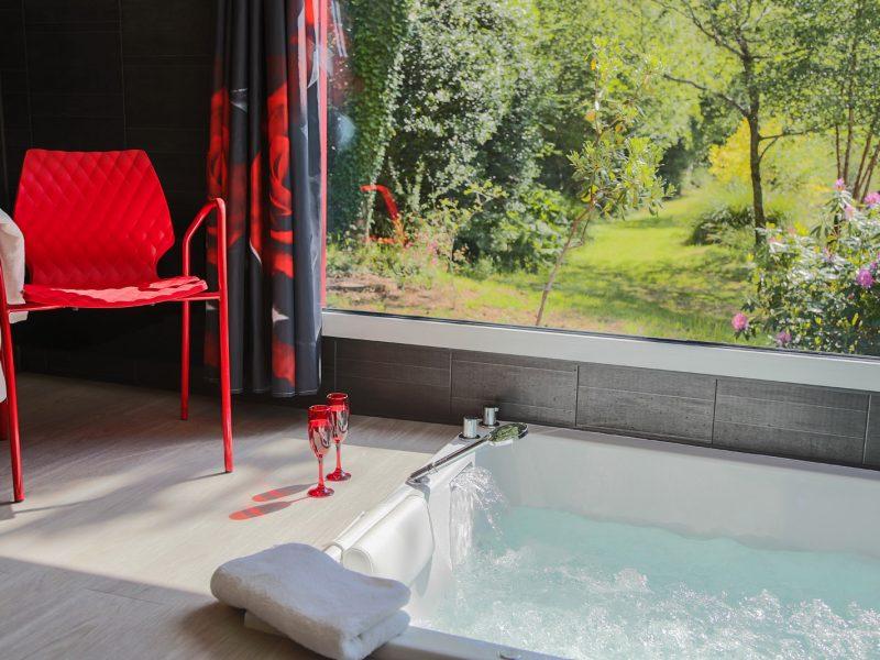 Le guide de vos week ends en amoureux nuit d 39 amour - Chambre d hotel avec jacuzzi privatif bretagne ...